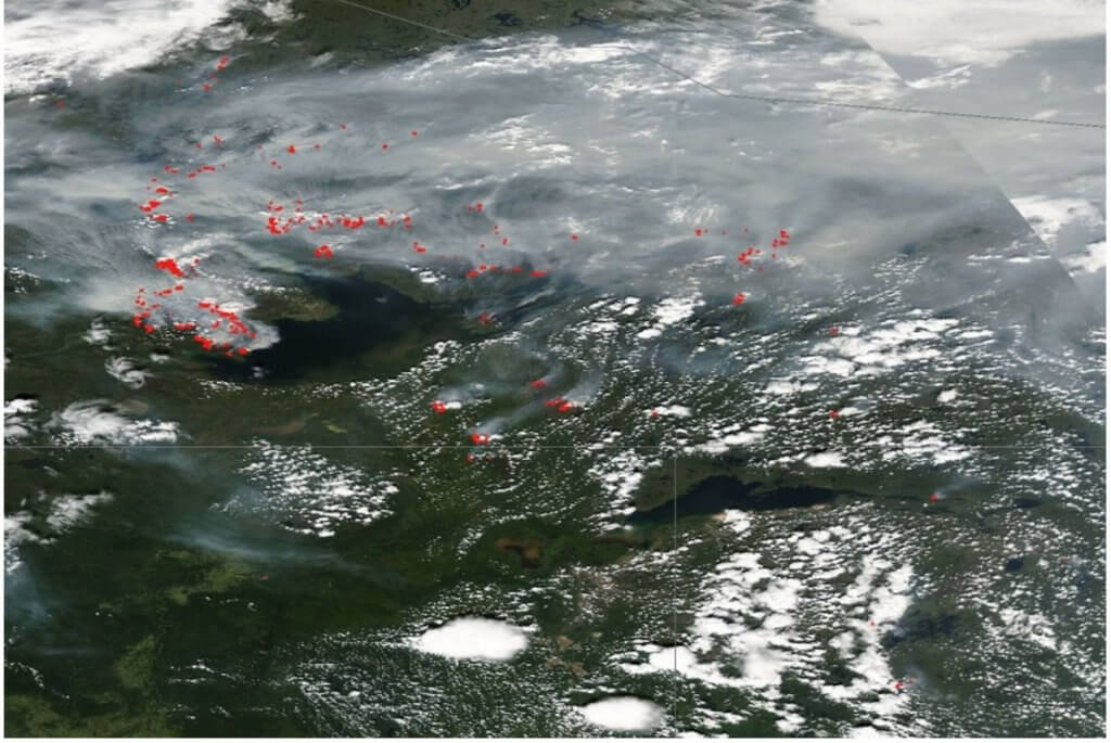 Satellite map showing 100 or more red hotspots and smoke plumes over great slave lake